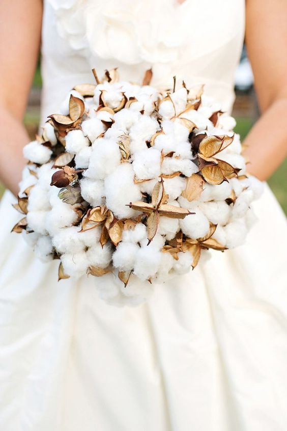a raw cotton wedding bouquet will remind you of fluffy snow even there's no snow