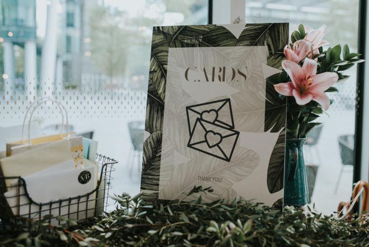 Karten, Einladungen und sogar eine website wurde entworfen von der Braut selbst