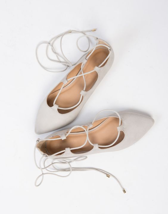 neutral lace up flats are comfortable and look chic, this is great for a summer wedding