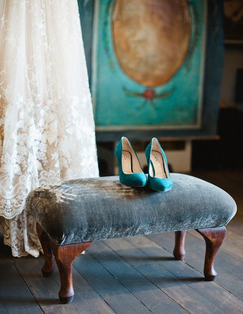 emerald suede heels to add a colorful touch to the winter bridal look
