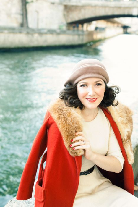 a vintage-inspired red coat with faux fur looks very chic