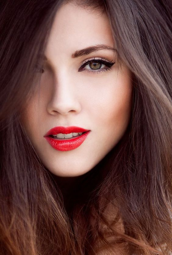 a bold lip is the best idea for a fall or winter bride, and red is classics