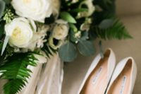 28 white Manolo Blahnick pumps look nowhere but boring and are a gorgeous idea for any bride