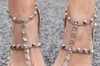 30 pastel brown spiked shoes are a cute idea for a fall bride to embrace the season