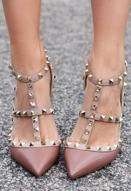 pastel brown spiked shoes are a cute idea for a fall bride to embrace the season