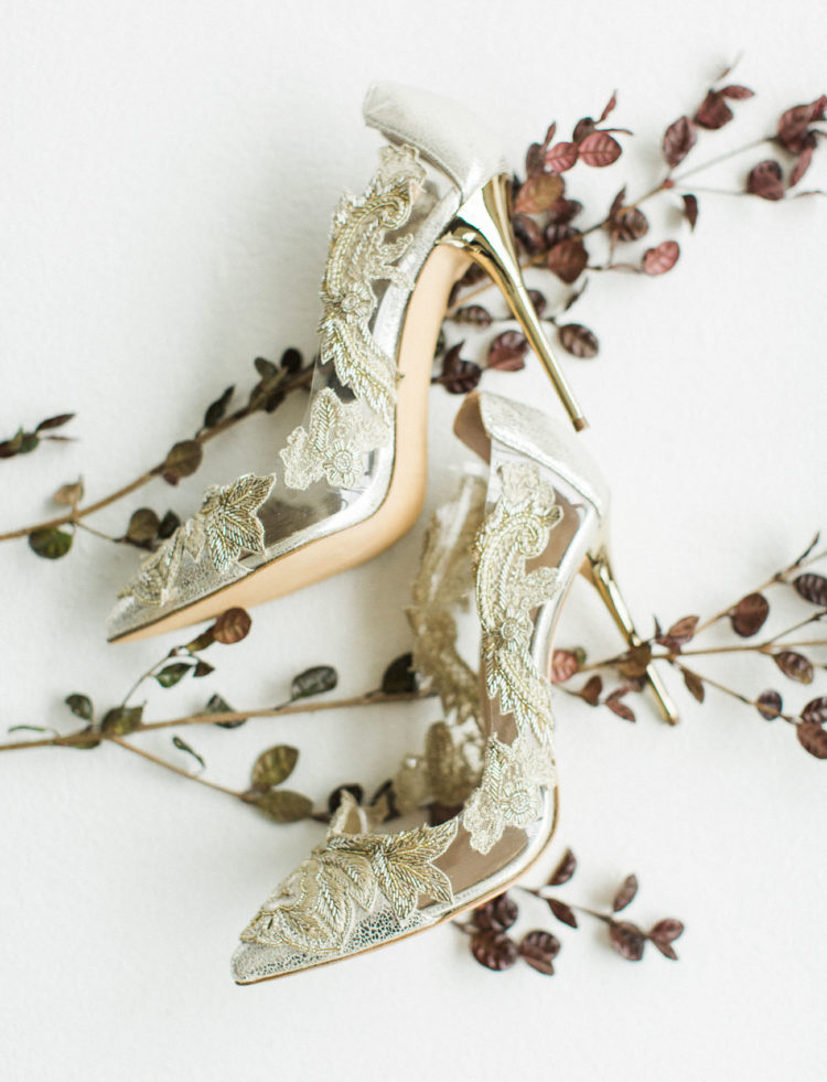 The bridal shoes were gold lace stiletto heels by Oscar De La Renta, they look really wow and stunning