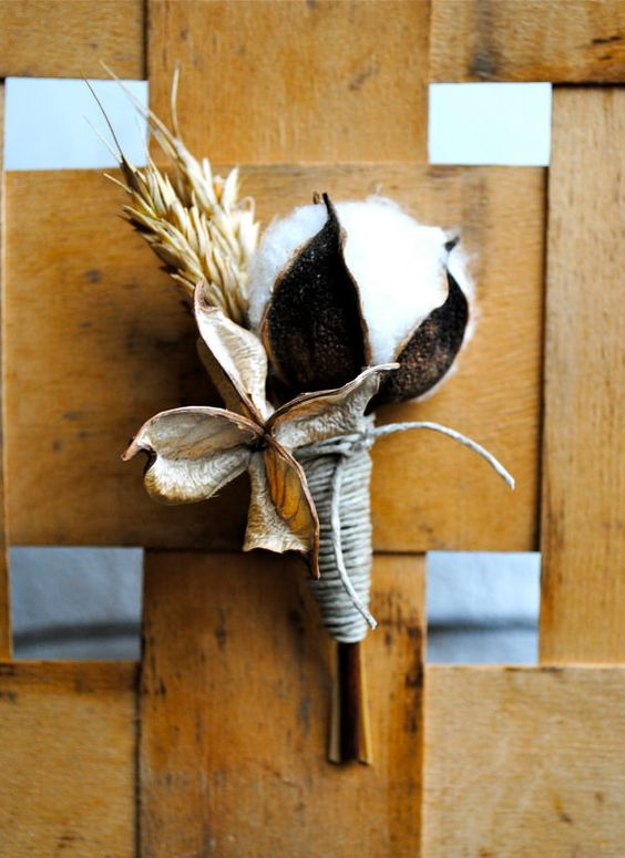 a gorgeous cotton and wheat boutonniere for a groom's look to add coziness
