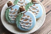 02 fun glazed cookies showing Christmas ornaments with pinecones are great for your guests