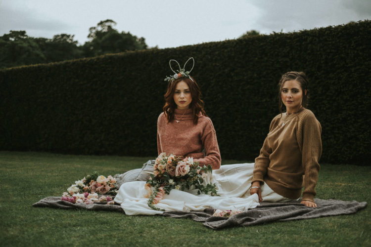 The brides covered up with a pink and an ocher sweater, and look at these pretty bunny ears with blooms attached