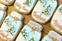 04 mason jar cookies with winter scenes for each guest can serve as individual wedding favors