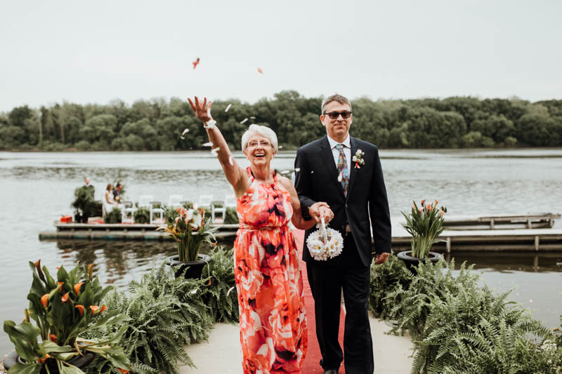 Look at this gorgeous riverside space, what can be better for a laid back wedding