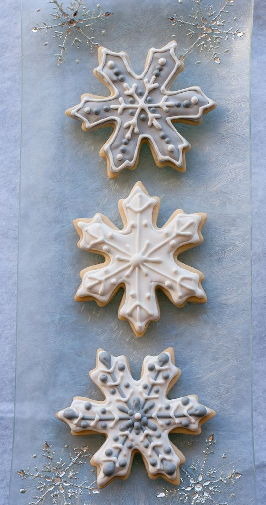 glazed snowflake cookies in blue and white are ideal for any winter wedding