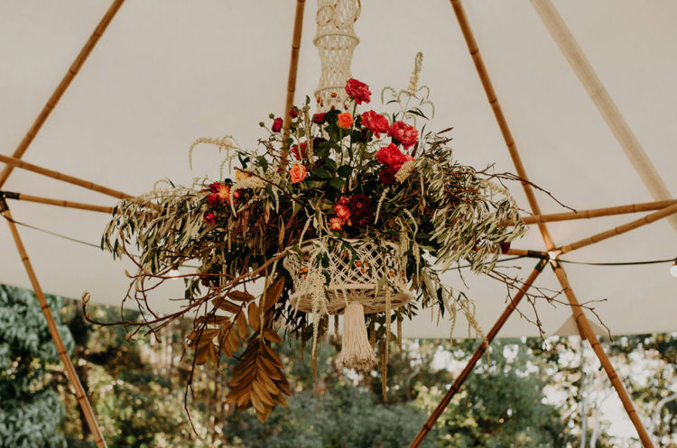 Macrame and bold blooms seem to be a perfect decoration for the shoot