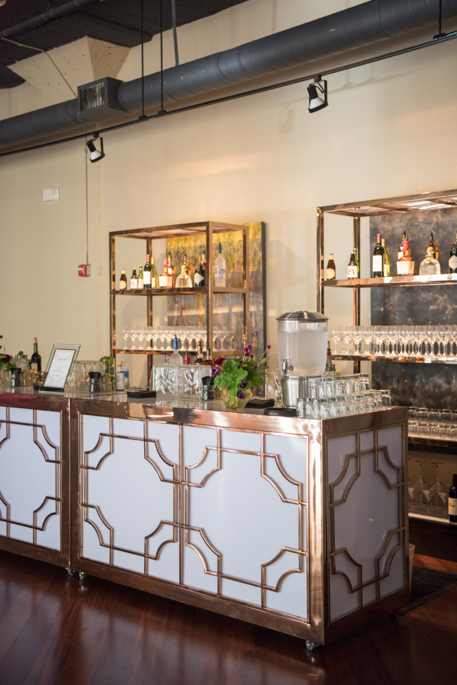 Even the bar was decorated in art deco style, in white and copper for a cool look