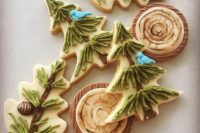 10 woodland-inspired cookies with fir trees, pinecones and wood slices are amazing for a woodland winter wedding