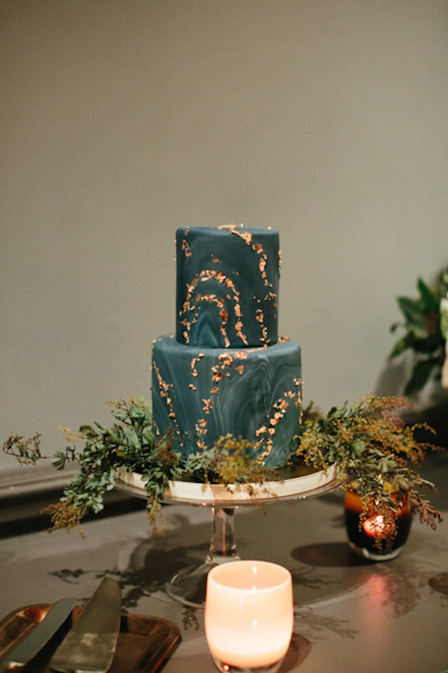 The gorgeous wedding cake done in teal and with a marble pattern, decorated with gold leaf