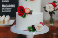 11 The wedding cake was a simple white one with various blooms