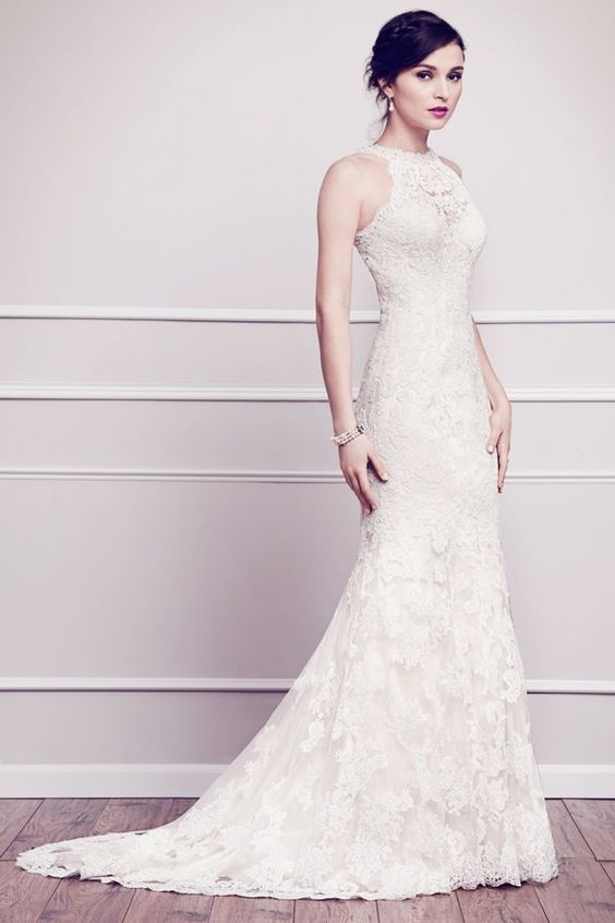 a romantic mermaid lace wedding dress with a small train looks very chic and feminine
