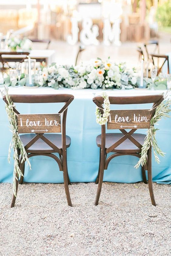 reclaimed wood signs and fresh greenery posiesare perfect for rustic weddings, and you can write what you like on them