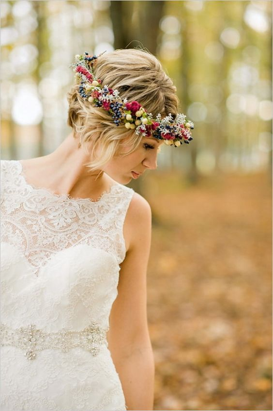 short wavy hair with a floral crown inspired by the fall, with berries and succulents