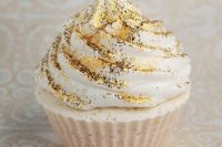 26 a cupcake topped with edible gold glitter is ideal for a New Year's Eve wedding