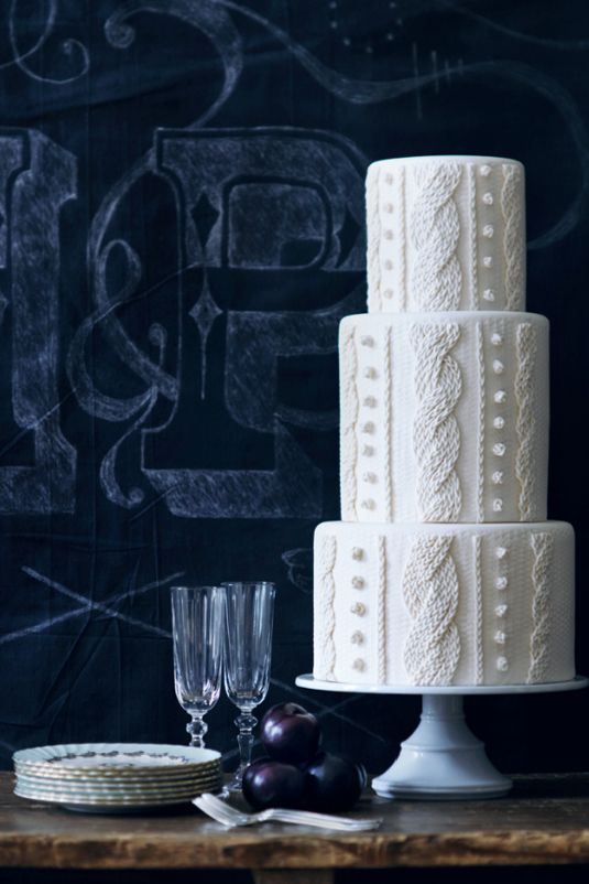 a cool cable knit wedding cake is ideal for a winter wedding to bring a cozy touch