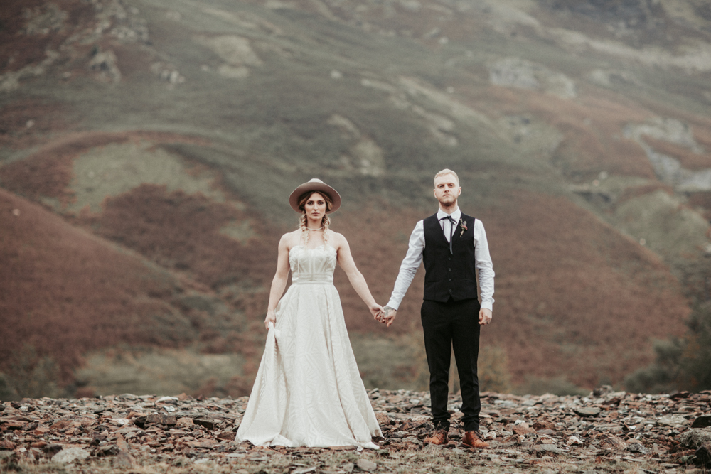 This wedding shoot is a boho fall one with amazing mid west touches and a Native American feel