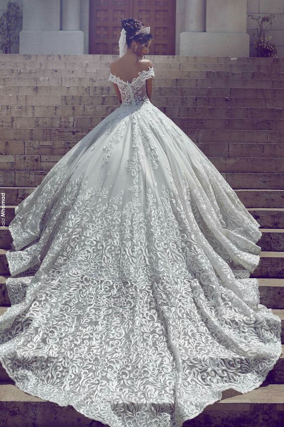 25 Breathtaking Wedding Dresses With A Train Weddingomania