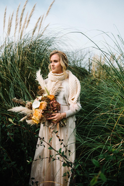 stylish fall wedding bouquet