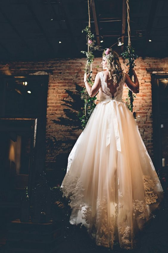 a gorgeous wedding dress with a lace bodice, a V cut on the back and a layered skirt with a train