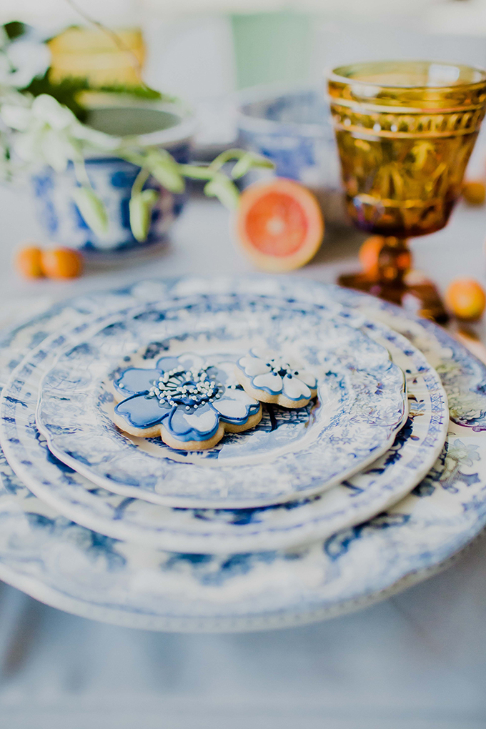The blue china and matchin blue floral cookies were a great match and looked very cool