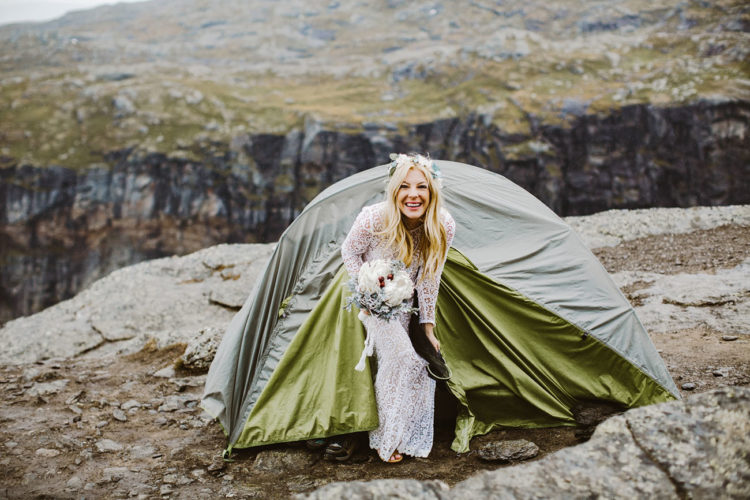 The bride got ready inside a tent, she made makeup, hair and put on her dress
