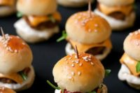 06 mini sliders on skewers with cheese, meat, veggies are ideal for everyone
