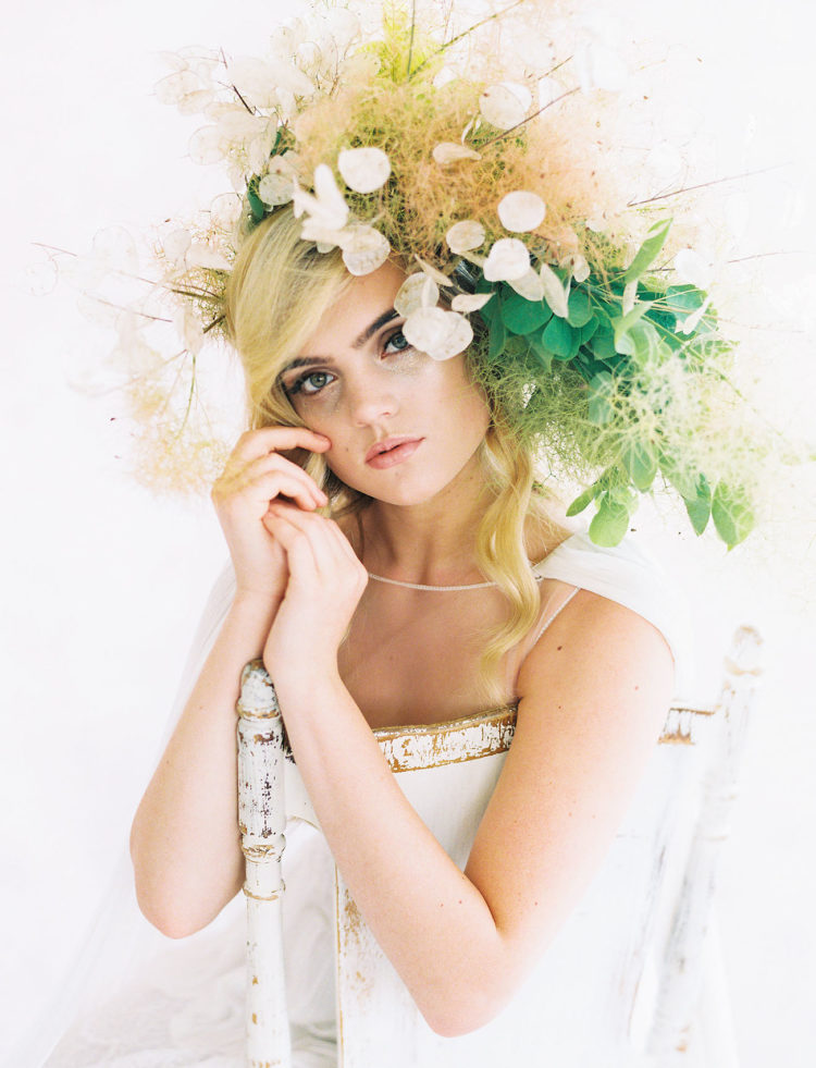 The large bridal crown was done with moss, leaves and the same blooms as the wedidng bouquet