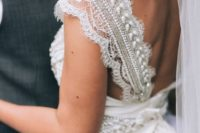 11 wide straps of lace with pearls and beads look very refined and you won't need other accessories