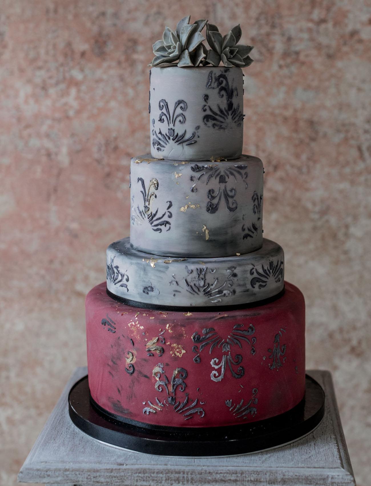 dramatic wedding cake