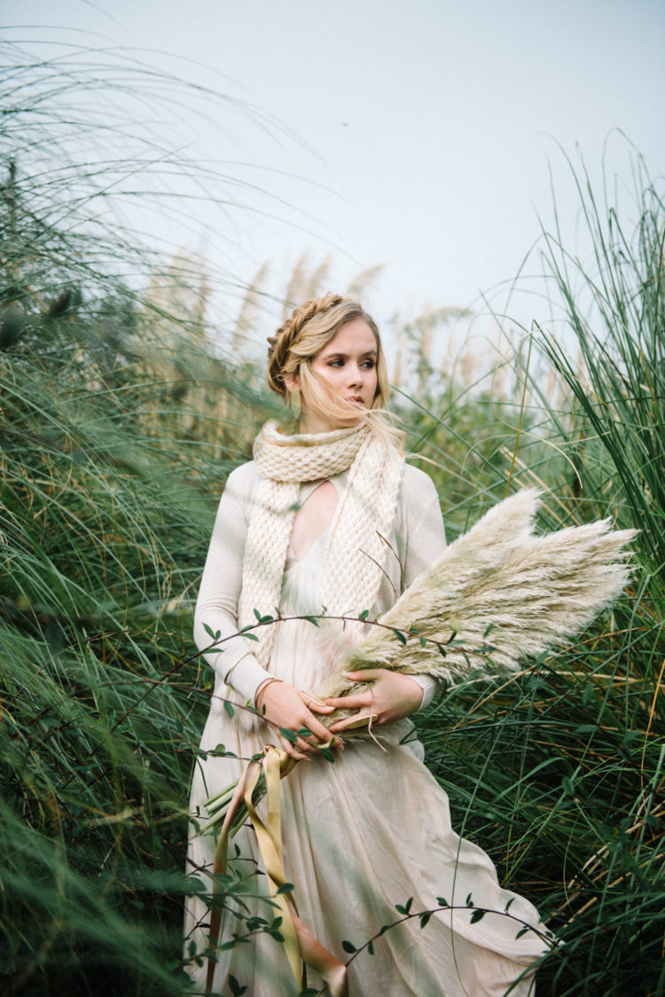 Using pampas grass for the bouquet is a great idea