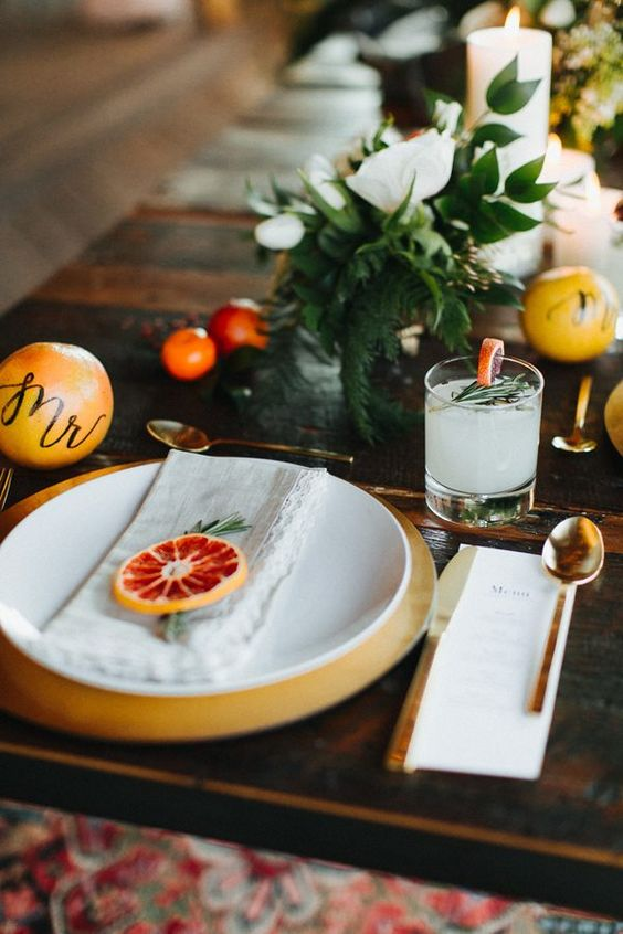 mark each place setting with citrus slices and add oranges with Mr and Mrs to us them as place cards