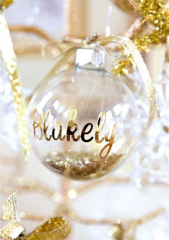 spread some holiday cheer with personalized ornament place cards
