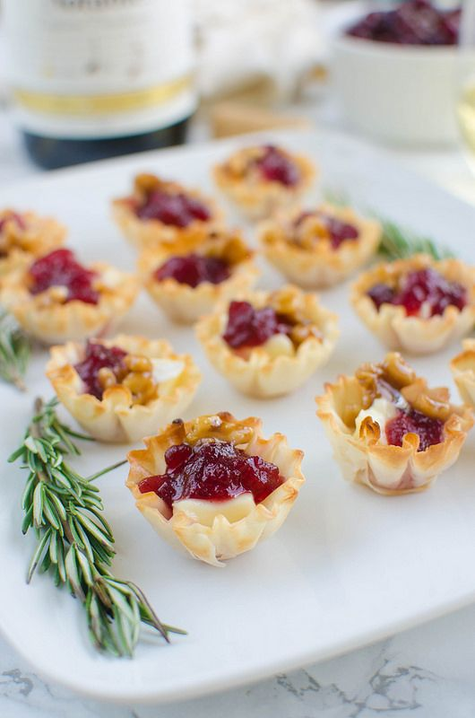 cranberry brie bites are ideal for winter and especially Christmas weddings
