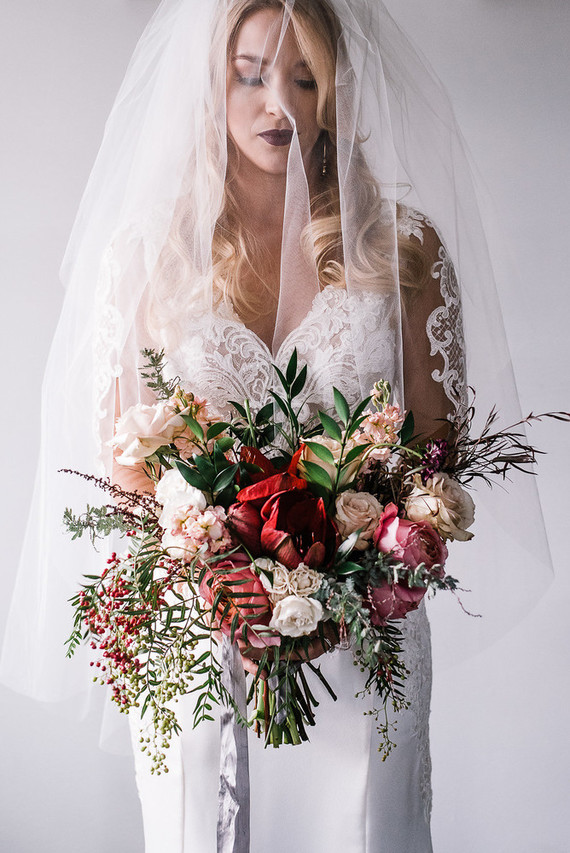 This beautiful winter wedding shoot is full of drama, lux and maroon and blush touches that mix in a chic way