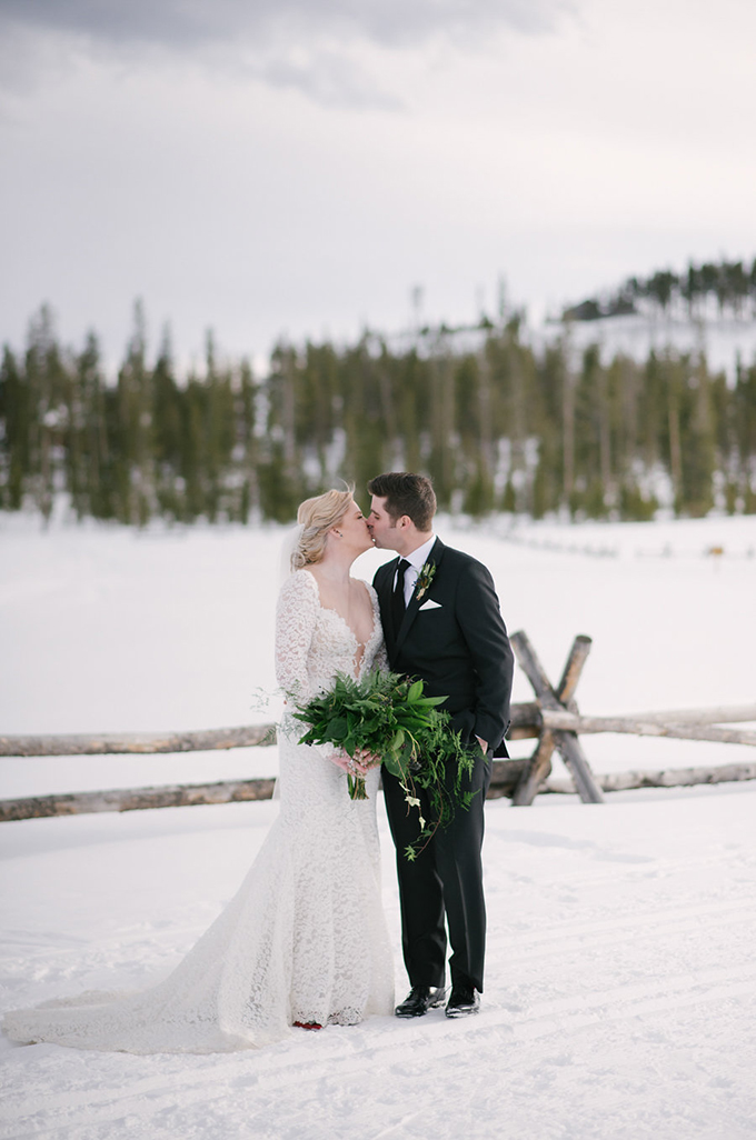This winter mountain wedding is full of fresh greenery and plaid flannels, a cozy rustic wedding with a traditional feel
