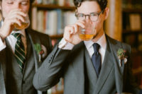 02 The groom was wearign a grey three-piece suit and a navy tie, his groomsmen prefered grey tweed to feel warm