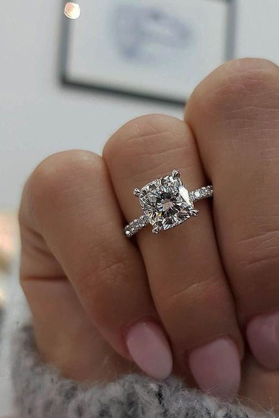 Totally Unique Engagement Rings That Will Make Your Girlfriends Soooo Jealous