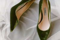 05 What gorgeous grass green velvet wedding shoes she rocked