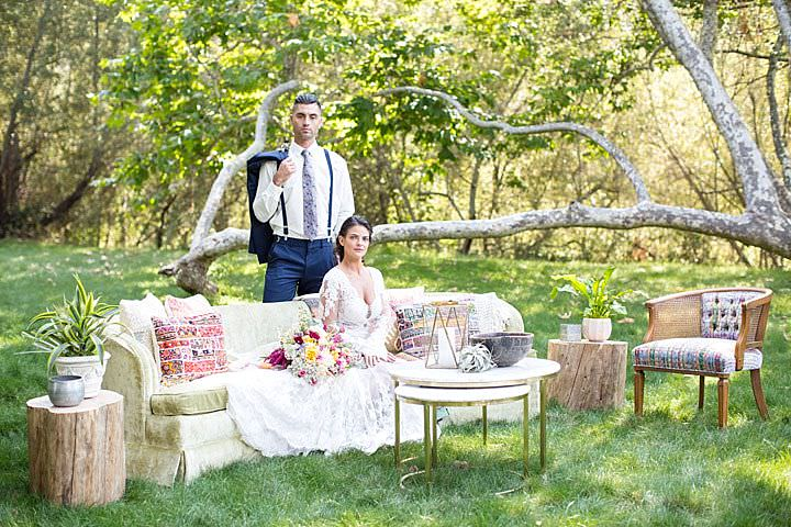 Look at this pretty outdoor wedding lounge, isn't it cool