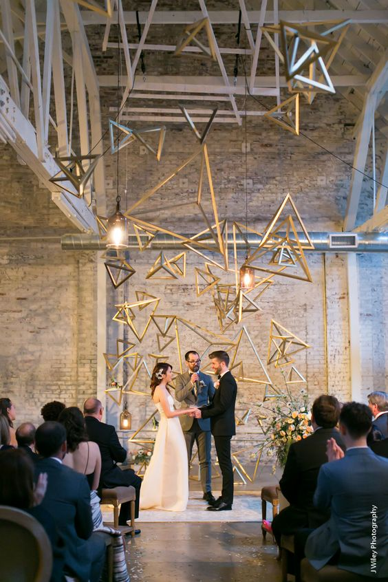 a brass tetrahedral installation for thw wedding ceremony looks breathtaking