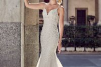 17 spaghetti strap lace applique wedding dress without a train is comfy for wearing