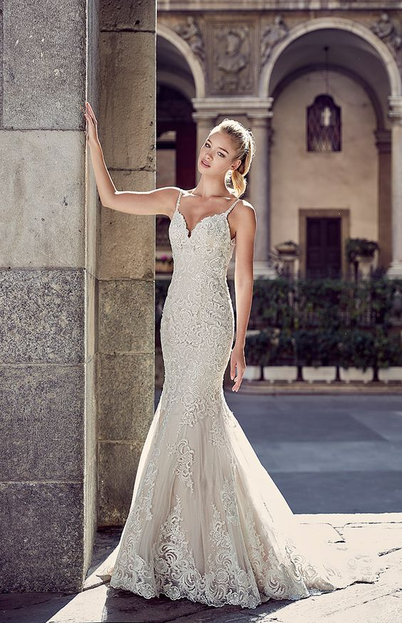 spaghetti strap lace applique wedding dress without a train is comfy for wearing