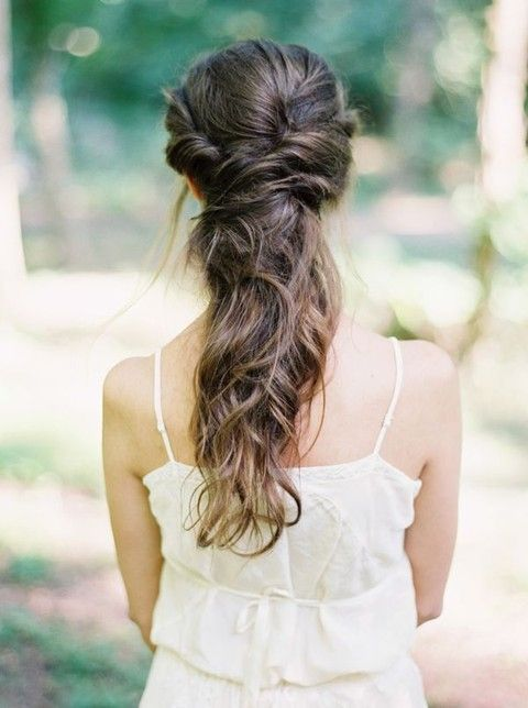 a twisted and wavy messy half updo for an effortlessly chic and casual bridal look